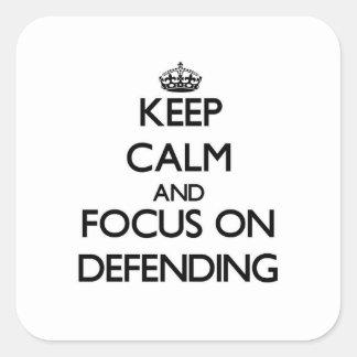 Guarde la calma y el foco en la defensa pegatina cuadrada