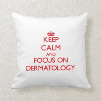 Guarde la calma y el foco en la dermatología almohadas