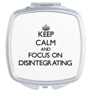 Guarde la calma y el foco en la desintegración espejos de maquillaje