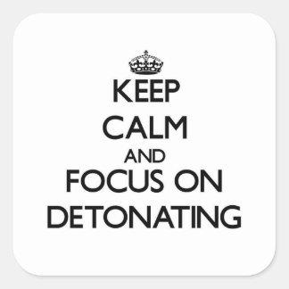 Guarde la calma y el foco en la detonación pegatinas cuadradas