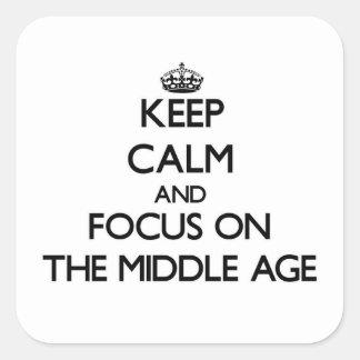 Guarde la calma y el foco en la Edad Media Calcomanía Cuadradas Personalizada