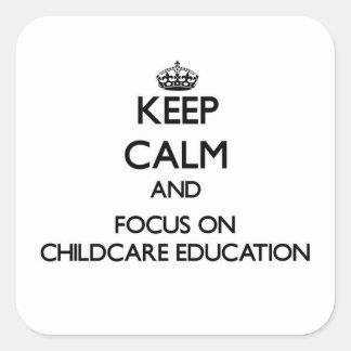 Guarde la calma y el foco en la educación del cuid pegatinas cuadradas