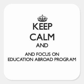Guarde la calma y el foco en la educación en el pegatina cuadrada