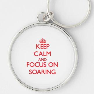 Guarde la calma y el foco en la elevación llaveros personalizados