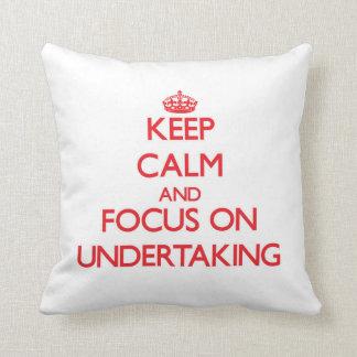 Guarde la calma y el foco en la empresa almohada