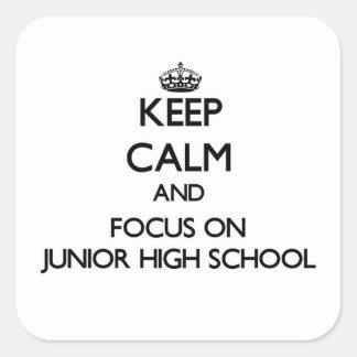 Guarde la calma y el foco en la escuela de pegatina cuadrada