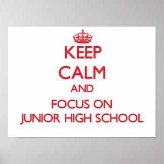 Guarde la calma y el foco en la escuela de póster