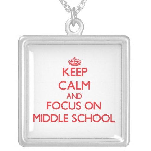 Guarde la calma y el foco en la escuela secundaria grimpola personalizada