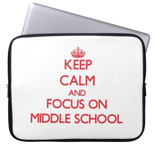 Guarde la calma y el foco en la escuela secundaria fundas computadoras
