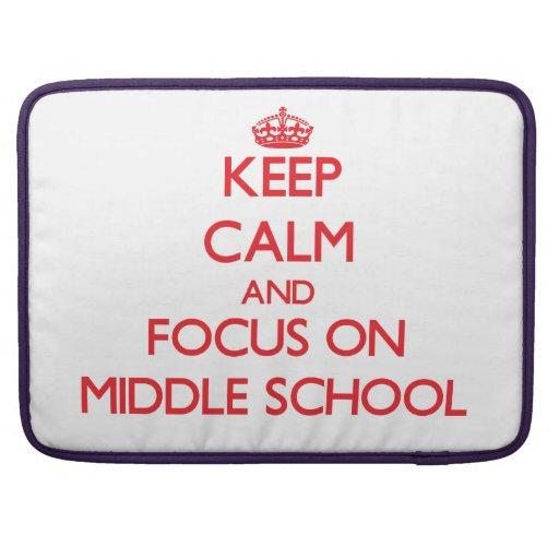 Guarde la calma y el foco en la escuela secundaria funda para macbook pro