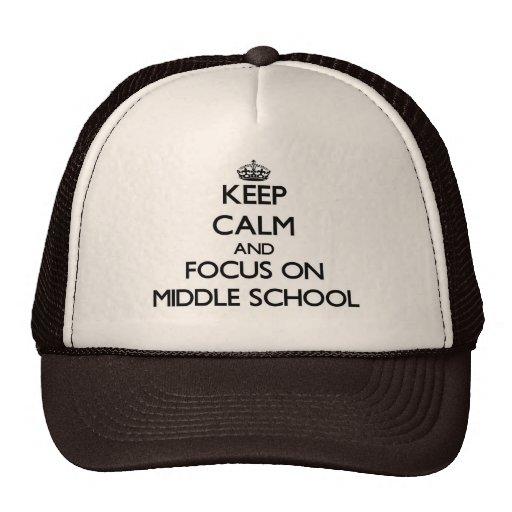 Guarde la calma y el foco en la escuela secundaria gorro