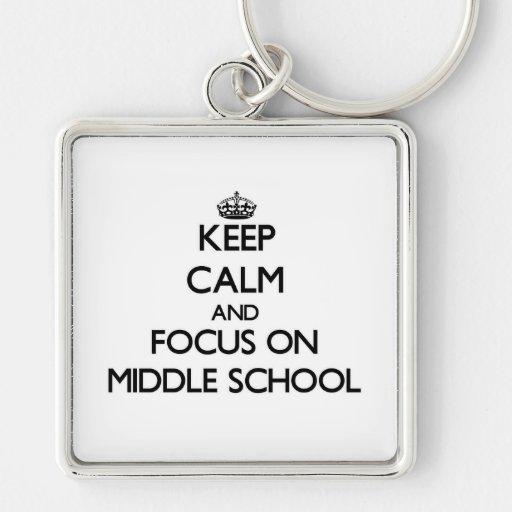 Guarde la calma y el foco en la escuela secundaria llaveros