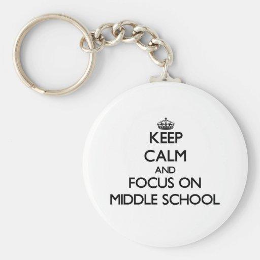 Guarde la calma y el foco en la escuela secundaria llavero personalizado