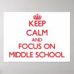 Guarde la calma y el foco en la escuela secundaria poster