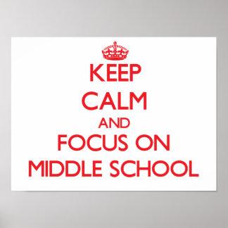 Guarde la calma y el foco en la escuela secundaria póster
