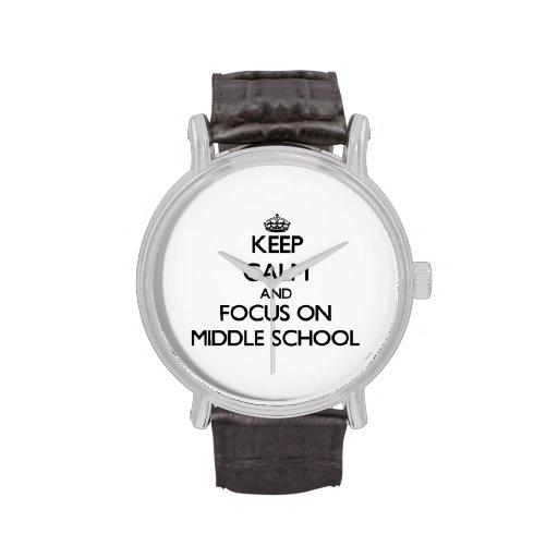Guarde la calma y el foco en la escuela secundaria relojes