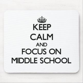 Guarde la calma y el foco en la escuela secundaria alfombrilla de ratón