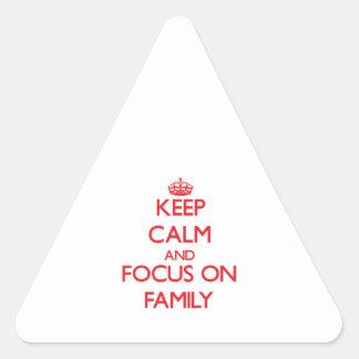 Guarde la calma y el foco en la familia calcomanías trianguloes