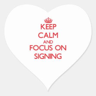 Guarde la calma y el foco en la firma pegatinas corazon