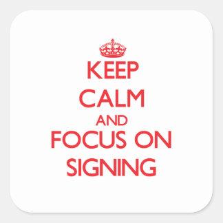 Guarde la calma y el foco en la firma calcomanía cuadradas personalizadas