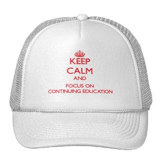 Guarde la calma y el foco en la formación gorra