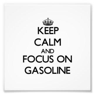 Guarde la calma y el foco en la gasolina impresiones fotográficas