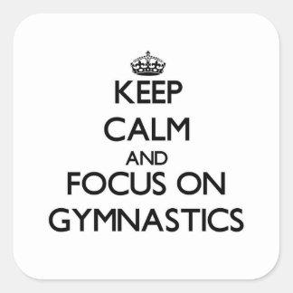 Guarde la calma y el foco en la gimnasia pegatina cuadradas