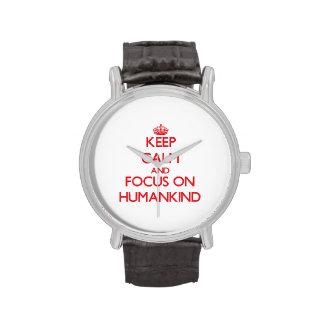 Guarde la calma y el foco en la humanidad reloj de mano