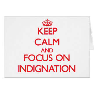 Guarde la calma y el foco en la indignación tarjeta de felicitación