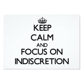 """Guarde la calma y el foco en la indiscreción invitación 5"""" x 7"""""""