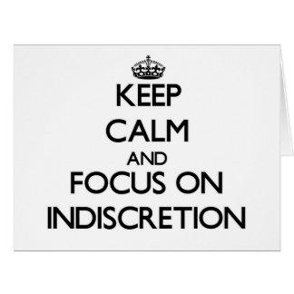 Guarde la calma y el foco en la indiscreción tarjeta de felicitación grande