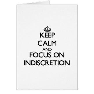 Guarde la calma y el foco en la indiscreción tarjeta de felicitación