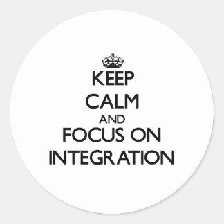 Guarde la calma y el foco en la integración etiquetas redondas