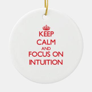Guarde la calma y el foco en la intuición adorno redondo de cerámica