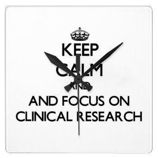 Guarde la calma y el foco en la investigación relojes
