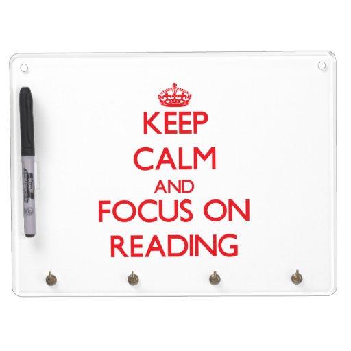 Guarde la calma y el foco en la lectura tableros blancos