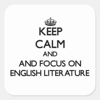 Guarde la calma y el foco en la literatura inglesa calcomanias cuadradas