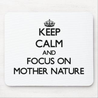 Guarde la calma y el foco en la madre naturaleza alfombrilla de ratón