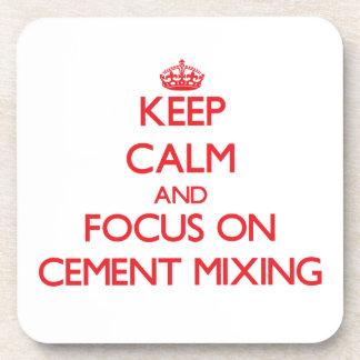 Guarde la calma y el foco en la mezcla del cemento