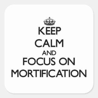 Guarde la calma y el foco en la mortificación calcomanía cuadradas personalizada