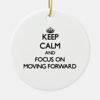 Guarde la calma y el foco en la mudanza adelante ornamentos de reyes magos