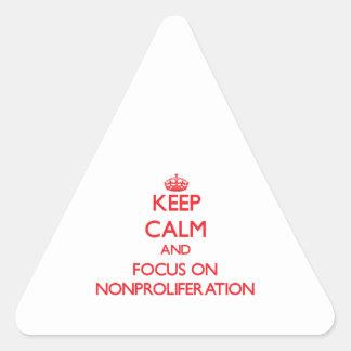 Guarde la calma y el foco en la no proliferación pegatina triangular