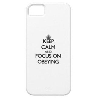 Guarde la calma y el foco en la obediencia iPhone 5 cobertura