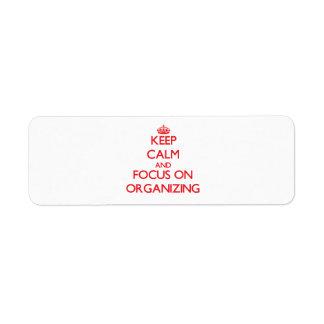 Guarde la calma y el foco en la organización etiquetas de remite