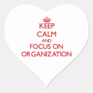 Guarde la calma y el foco en la organización pegatina en forma de corazón