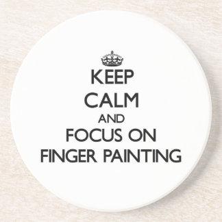 Guarde la calma y el foco en la pintura de dedo posavaso para bebida
