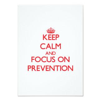 Guarde la calma y el foco en la prevención invitación 12,7 x 17,8 cm