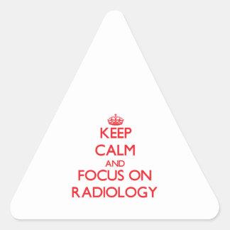 Guarde la calma y el foco en la radiología pegatina triangular