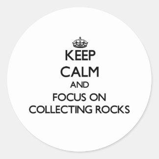 Guarde la calma y el foco en la recogida de rocas pegatinas redondas