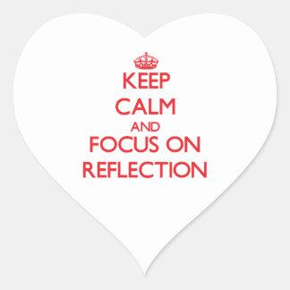 Guarde la calma y el foco en la reflexión calcomanía de corazón